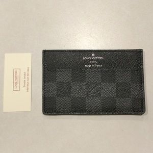 Like New Louis Vuitton Card Carrier / Wallet